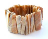 Chunky Naturalistic Shell Stretch Bracelet.